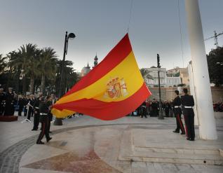 Arriado de bandera con público PEDRO MARTÍNEZ