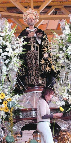 Arreglos en el trono de San Pedro, en una foto de archivo. :: J.M.R.