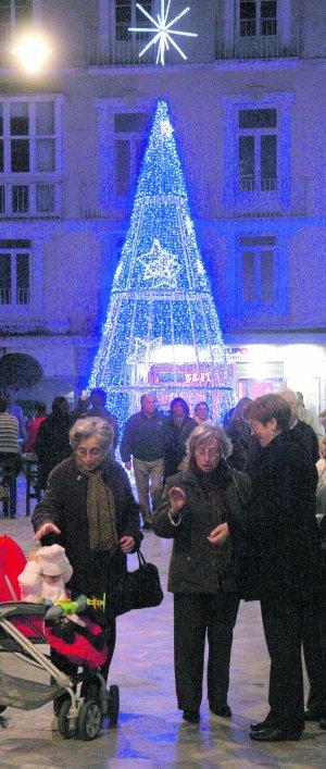 Alumbrado navideño en la Plaza de San Sebastián, en 2011. :: P. SÁNCHEZ