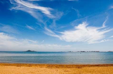Las playas de Cartagena se encuentran en un óptimo estado del agua y la arena.