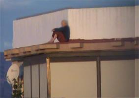 Los agentes de la Policía Local de Cartagena lograron evitar hoy,  que un presunto suicida se arrojase al vacío